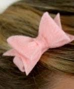 http://translate.googleusercontent.com/translate_c?depth=1&hl=es&prev=search&rurl=translate.google.es&sl=en&u=http://createstudio.blogspot.com.es/2013/01/how-to-make-felt-hair-bows-that-will.html&usg=ALkJrhjMBDhjNPbPF_mC4714YBD0_8Eg1w