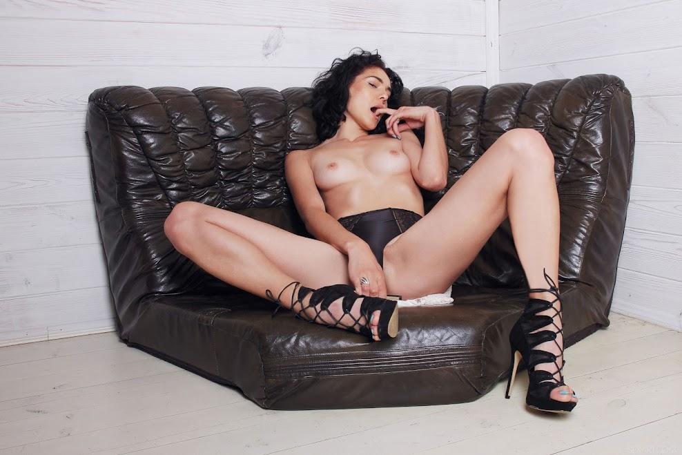 title2:SexArt Callista B Love Seat 3nh6opqsanvr