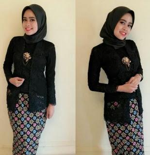 Kebaya Wisuda Syari Muslimah Hitam Model Terbaru