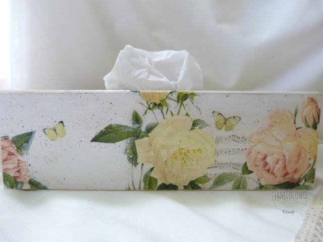 chustecznik w stylu shabby chic z różami