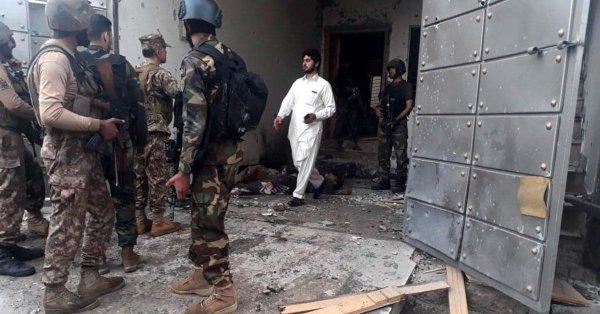Pakistan Serbu Militan di Peshawar, 1 Polisi dan 5 Militan Tewas