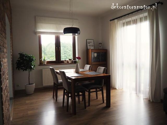 salon, pokój dzienny, czerwona cegła w salonie, wystój salonu, jak urządzić pokój dzienny