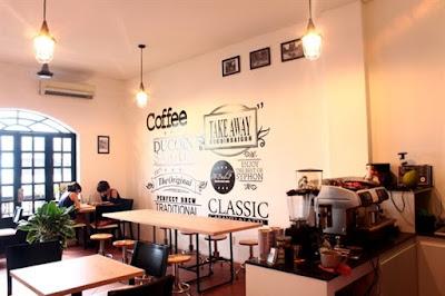 nội thất bên trong 1 quán cafe nhỏ