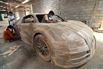 Kreatif Replika Mobil Sport Bugatti Veyron Terbuat Dari Limbah Kayu
