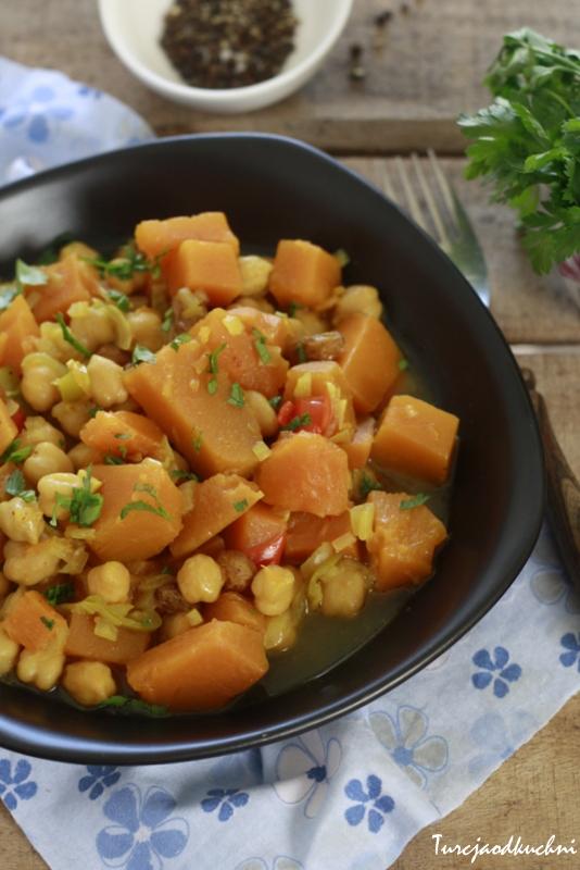 Potrawka curry z ciecierzycy i dyni