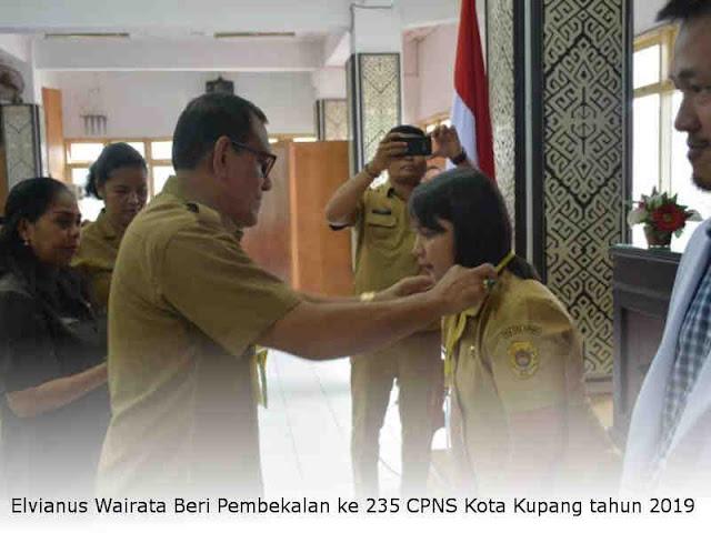 Elvianus Wairata Beri Pembekalan ke 235 CPNS Kota Kupang tahun 2019