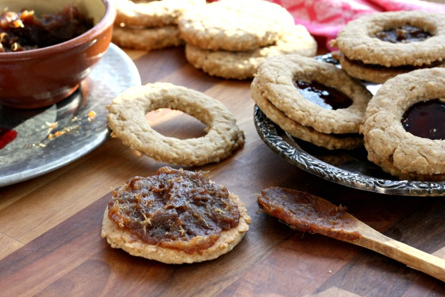 Old Fashioned Oatmeal Cookies with Date Filling