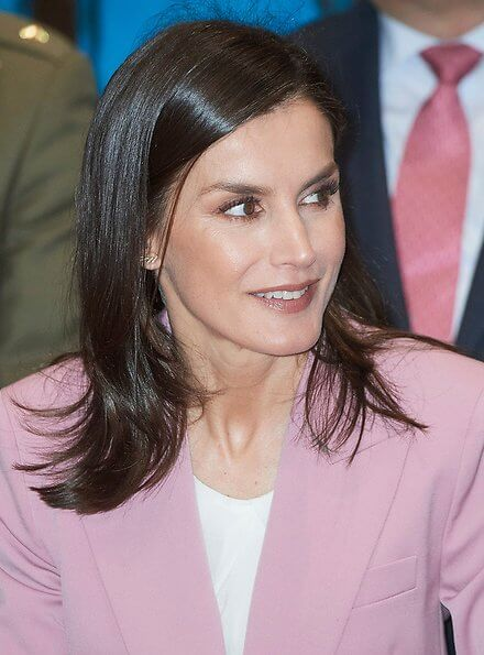 Queen Letizia wore Hugo Boss Jericoa stretch wool double breasted blazer and trousers an Boss silk blouse