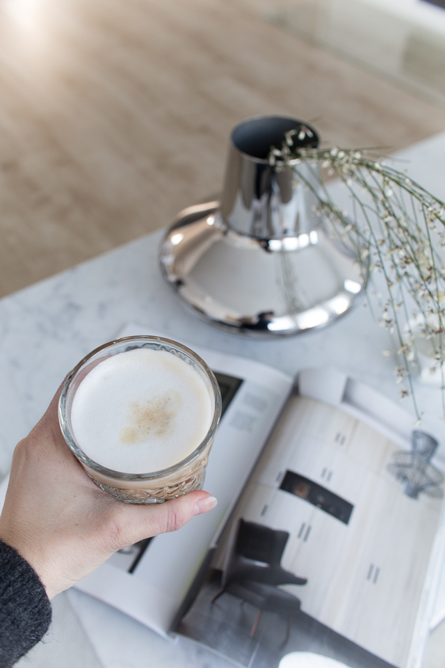 kahvihetki, inspiraatio, olohuone, sohvapöytä