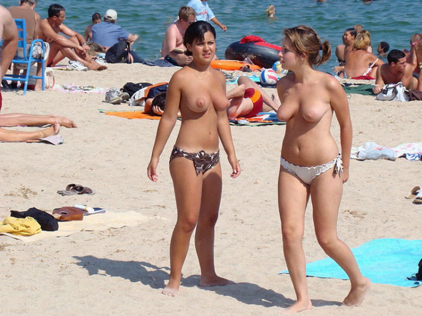 Busty beach candid nude
