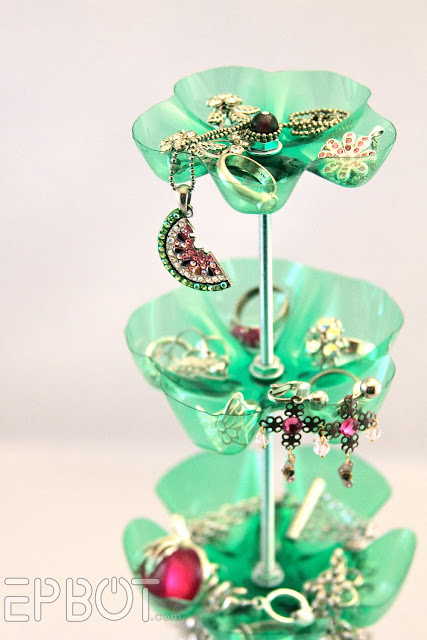 Turn a plastic bottle into a jewelry organizer