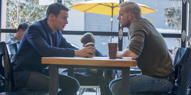 Jonathan Groff e Russell Tovey em LOOKING: THE MOVIE