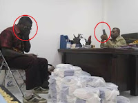 Sungguh Memilukan! Pak Guru di Papua Menangis Hanya Demi Menagih Haknya