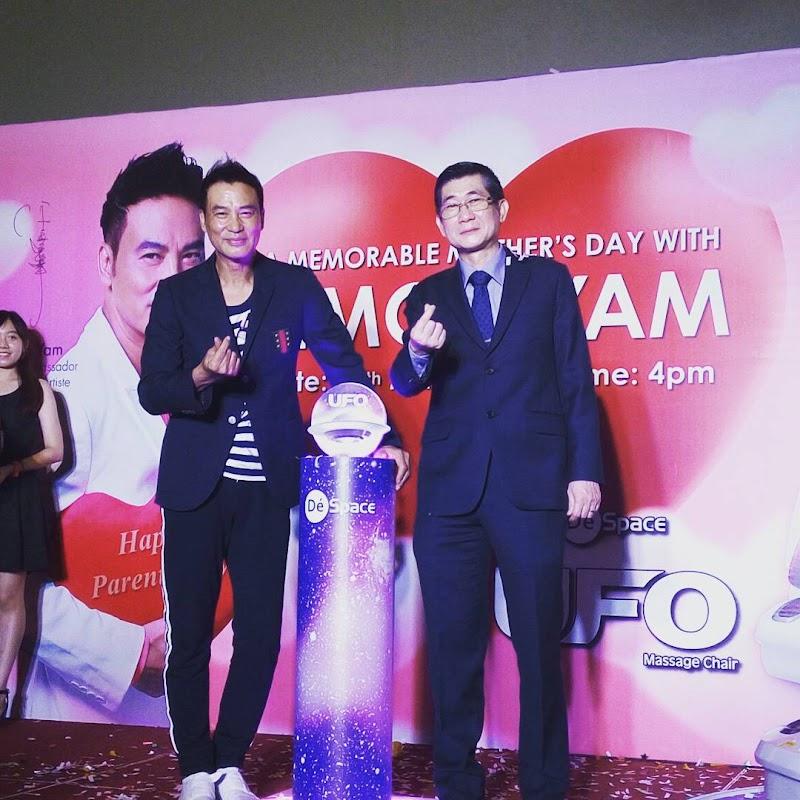 Simon Yam Memperkenalkan Kerusi Urut GINTELL De' Space U.F.O sebagai Hadiah Sempena Hari Ibu Bapa