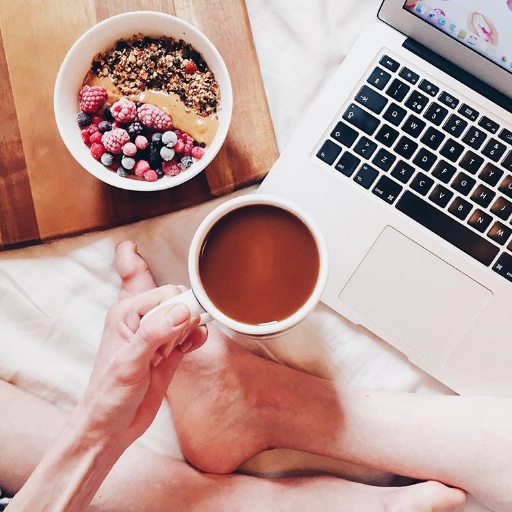 breakfast-and-coffee-in-bed
