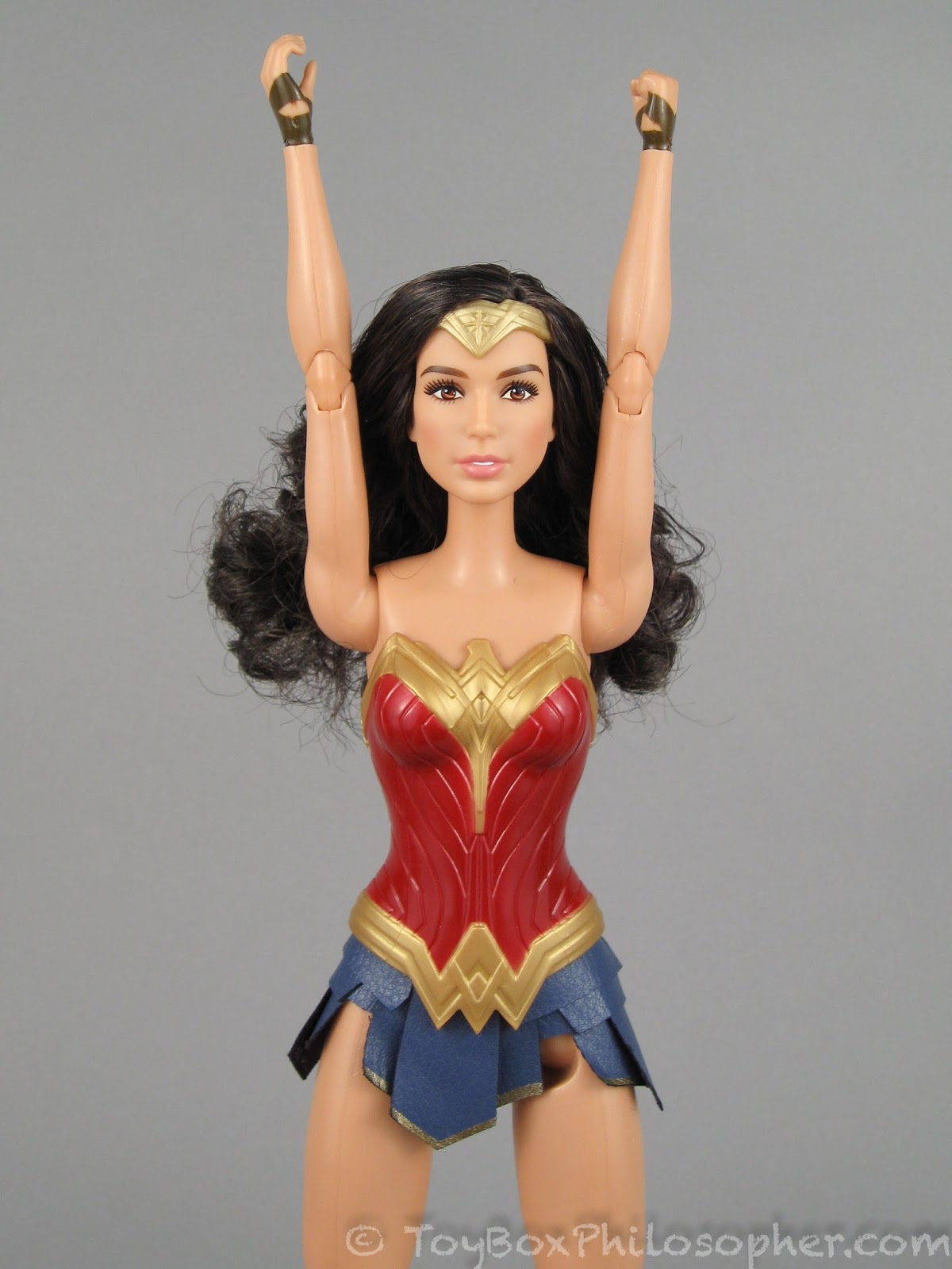 Who plays wonder woman in superman vs batman-3348
