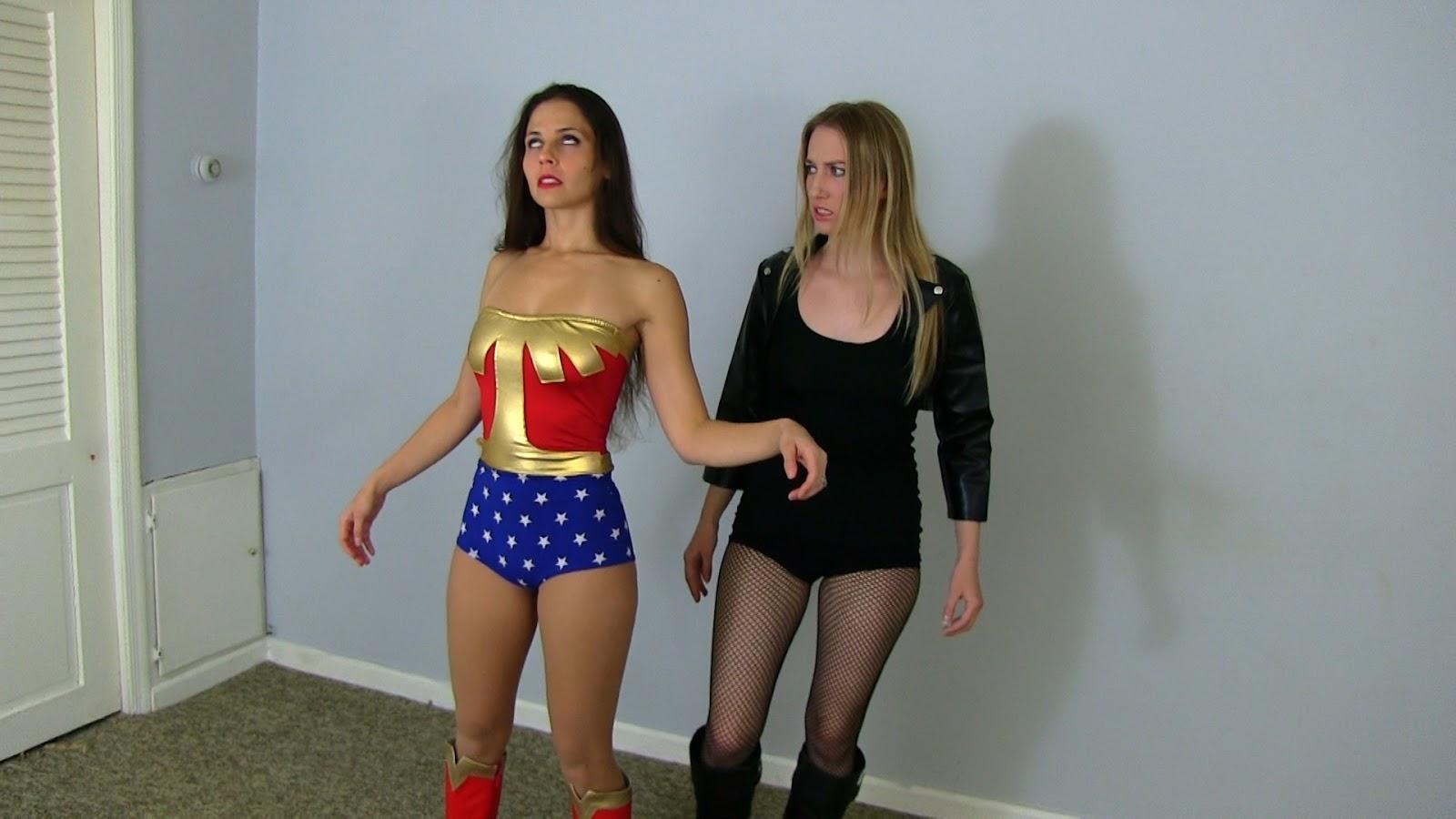 Bondage Super Heroine Struggling