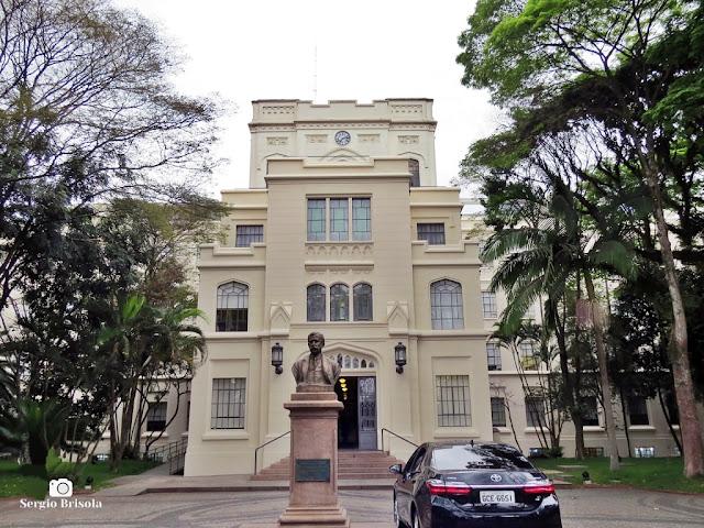 Vista da fachada do prédio principal da Faculdade de Medicina da USP - Pacaembu/Cerqueira César - São Paulo