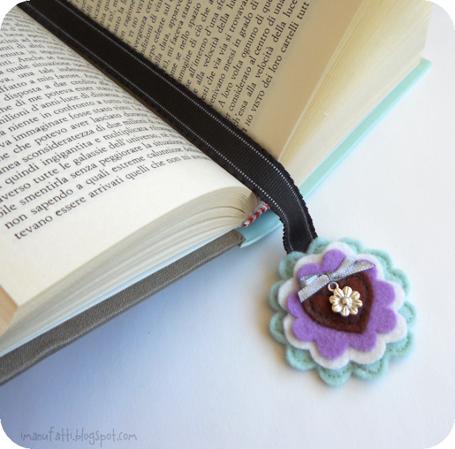 keçeden yapılmış çiçekli kitap ayracı