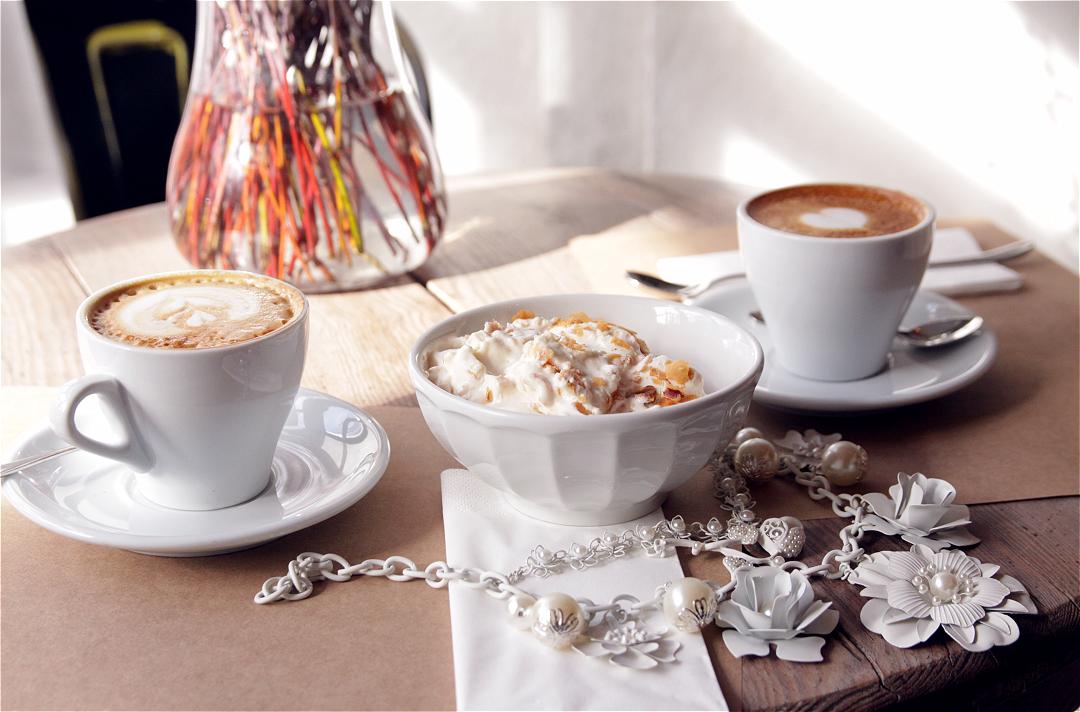 blow fashion caf du matin. Black Bedroom Furniture Sets. Home Design Ideas