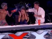 Setelah Komentari Demian, Juri American's Got Talent malah disiram Air, Ternyata ini sebabnya