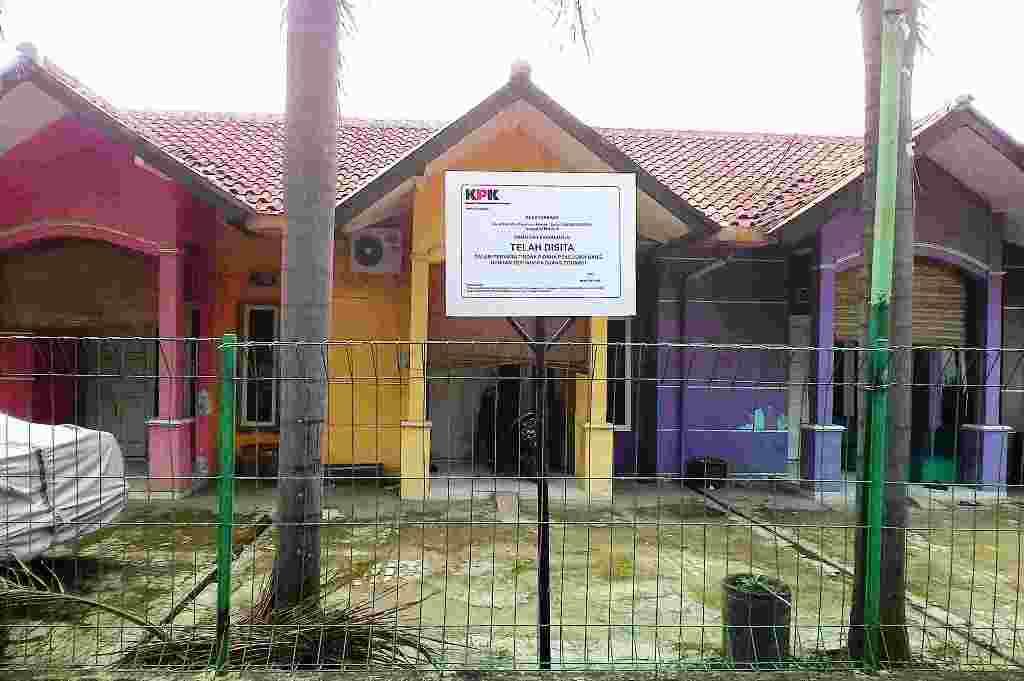 KPK Sita Rumah Kos Milik Ojang Sohandi