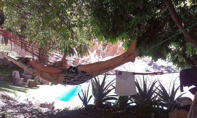 Odpoczynek na dnie kanionu w oazie Sangalle.