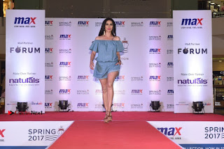 Actress Iniya Stills in Denim Jeans at Max Spring 2017 Collection Launch  0007.jpg