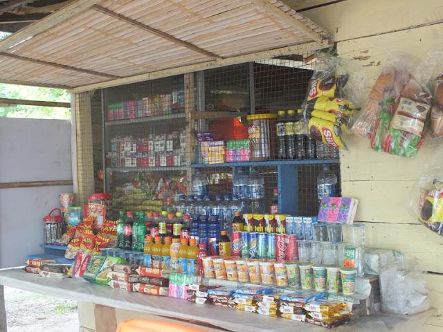 kedai lokal di pantai palippis