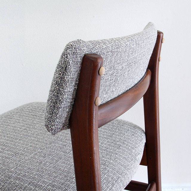 Short-backed dining chairs with contrasting buttons. See the before & after!