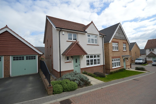 This Is Wakefield Property - 4 bed detached house for sale Malvern Mews, Wrenthorpe, Wakefield WF1