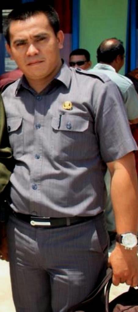 KEANAPA AKU MENYUKAI PAK POLISI Kontol Pak SatpamPolisi