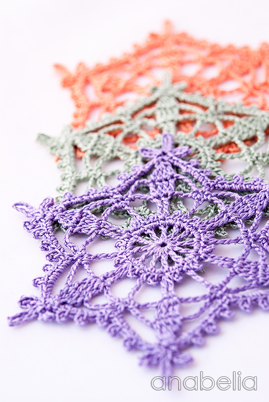 Shabby-chic crochet star ornaments by Anabelia