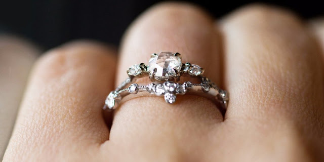 Top reasons why you must love breaking old 'rules' that concern wedding rings