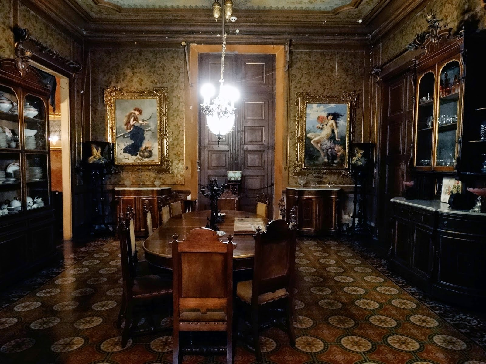 El palacio de Can Mercader un pequeo Versalles  A Young Knight Travel
