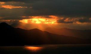 Do SENHOR é a terra e a sua plenitude, o mundo e aqueles que nele habitam.