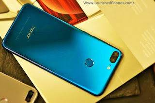 Honor is working on their side past times side flagship smartphone Honor V11 volition live on launched every minute Honor V12