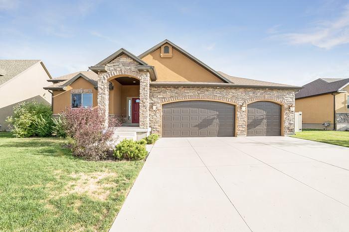 Locate Utah Homes Spacious 3 Bedroom 2 Bathroom 3 Car Garage Rambler For Sale In Salt Lake City