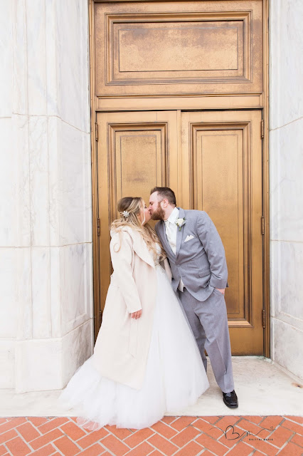 bride and groom  in front of the detroit institute of arts kissing