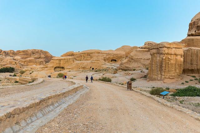 Bloques Djinn en Petra, Jordania