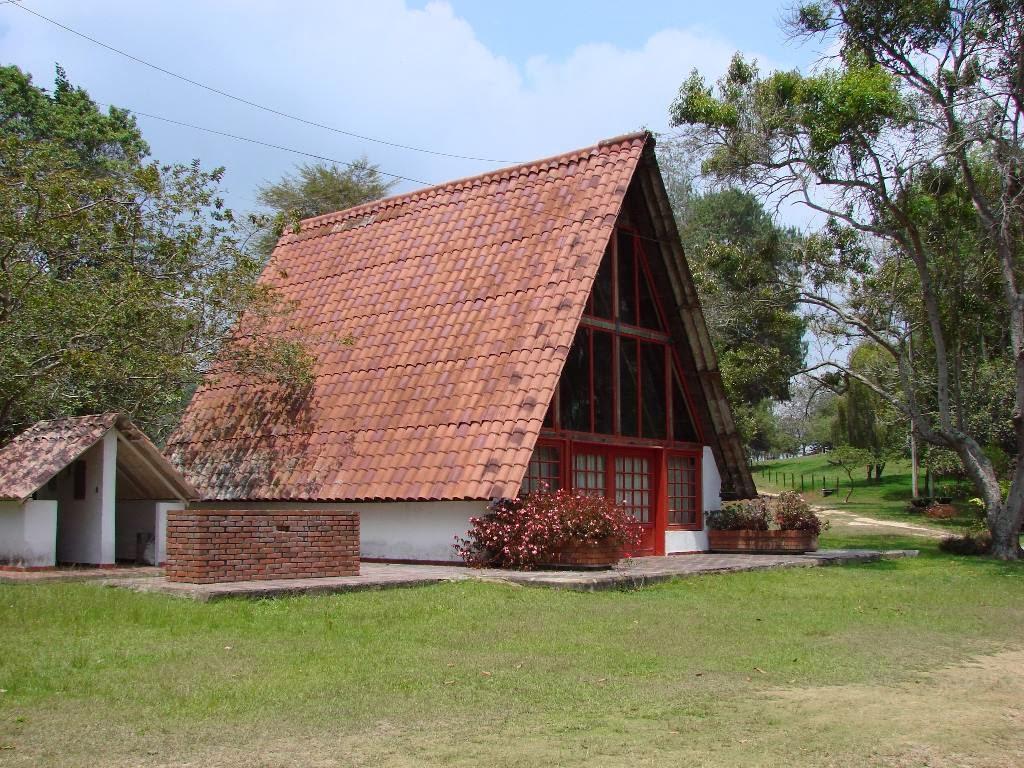 Decoracion actual de moda fachadas de casas de campo for Fachadas modernas para casas de campo