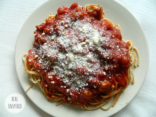 The Best Spaghetti Sauce Ever! An easy recipe for homemade tomato and meat sauce for spaghetti or other pasta.