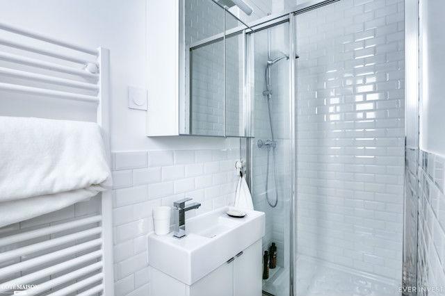 baño con mueble de tamaño reducido