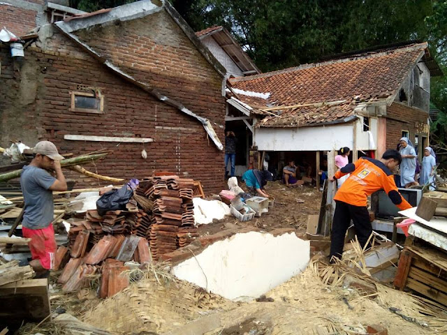 Bantu Korban Banjir Bandang Garut, Kader PKS Gerak Cepat Buka Dapur Umum
