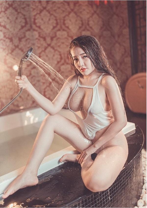 Ng%25C3%25A2n 98 Sexy trong b%25E1%25BB%2593n t%25E1%25BA%25AFm 1 19001706 - NGÂN 98 VIETNAM BEAUTY
