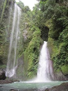 wisata air terjun tiu ngumbak di gumantara lombok NTB