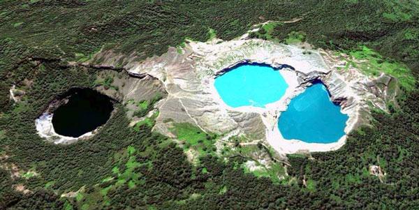 Danau Tiwu Kelimutu atau Danau Tiga Warna