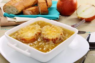 Comer Soupe à l'oignon no inverno em Paris