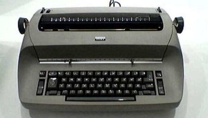 Typewriter ka avishkar kisne kiya