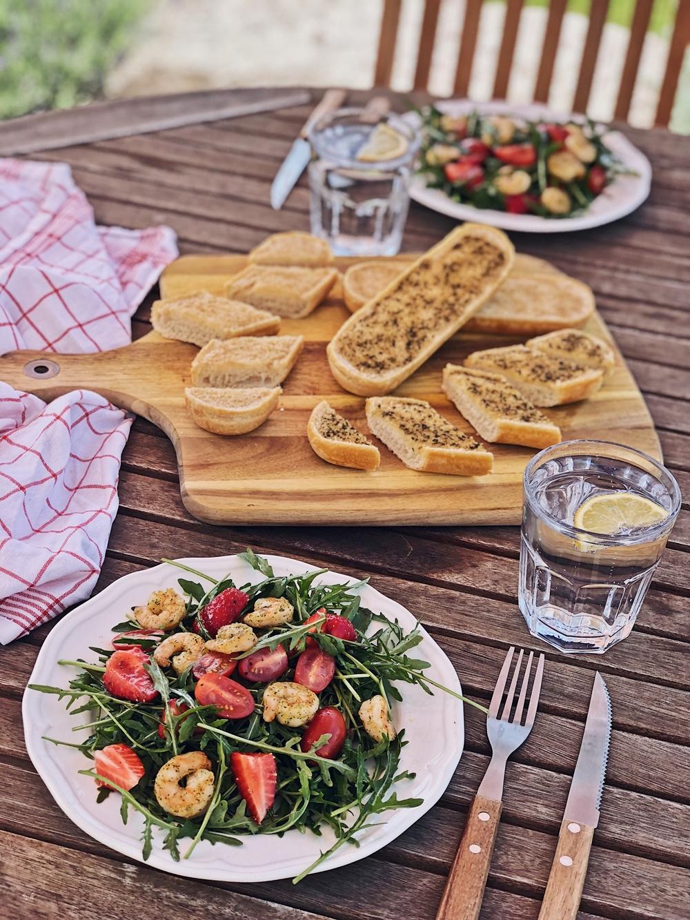 ... Das Frisch Auf Den Tisch Bringen Kann. Meistens Läuft Es So Ab, Dass  Ich Mit Einer Schüssel Oder Körbchen Raus Gehe Und Dann Ernte, Was Gerade  Reif Ist.